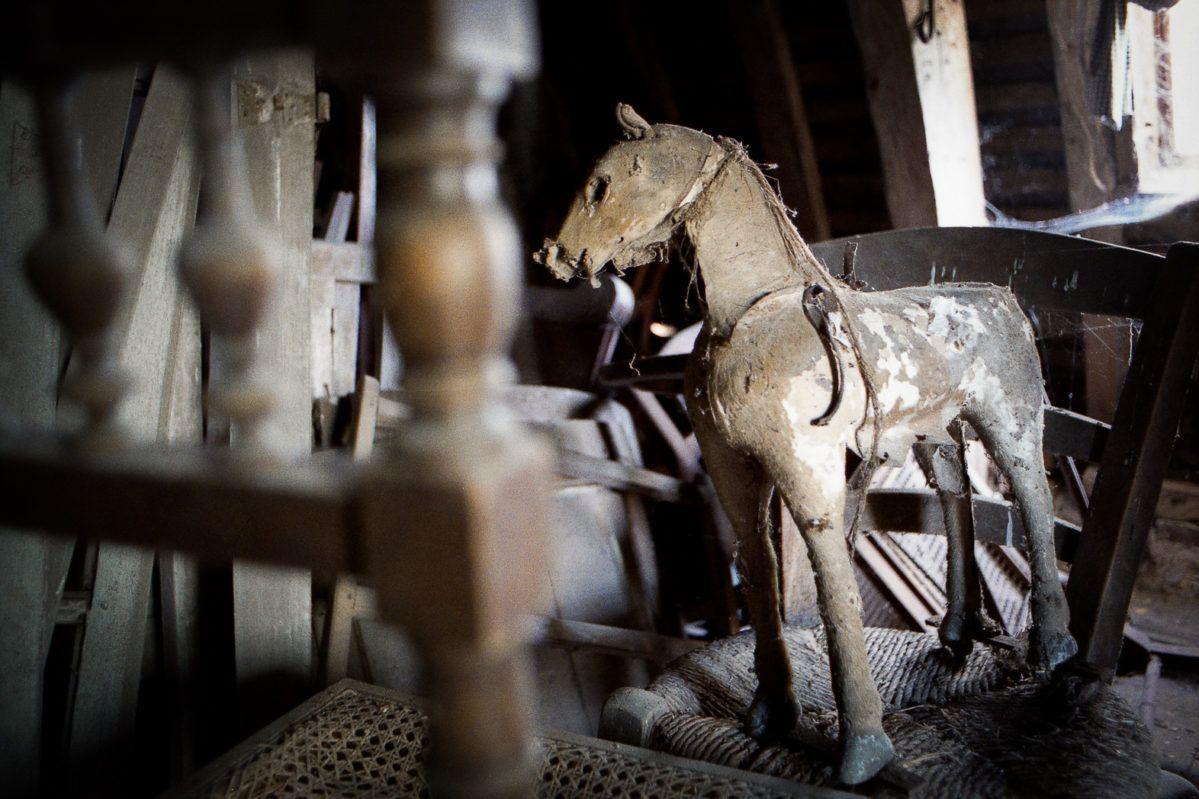 Grenier cheval jouet