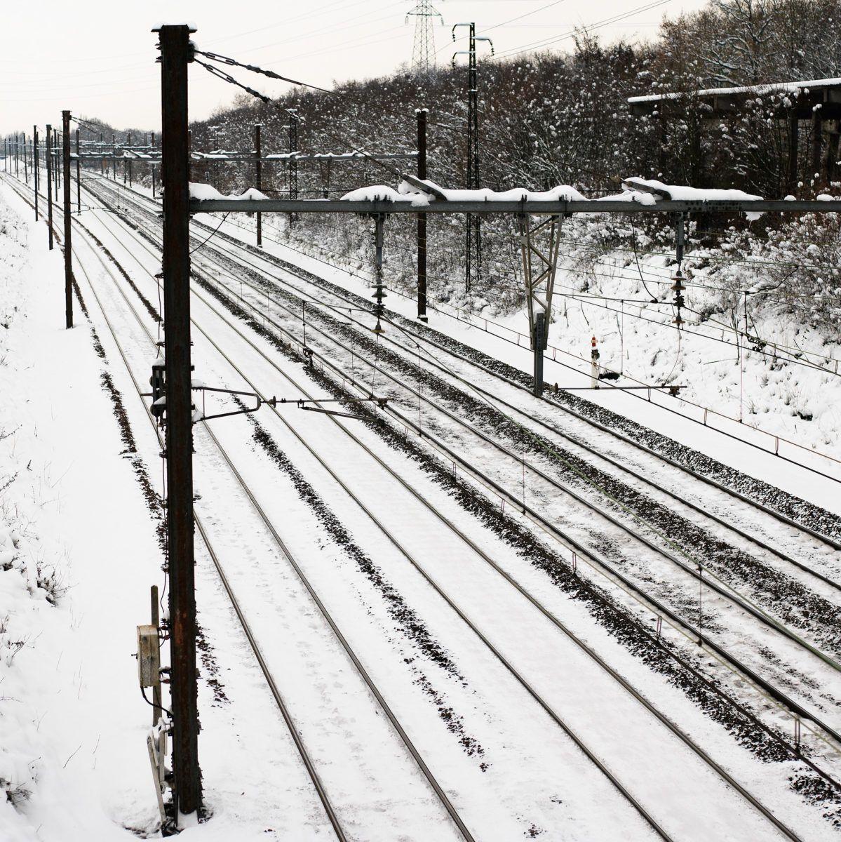 Neige paysage graphique rail train gare